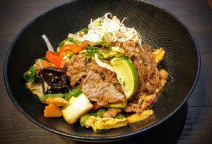Vermicelles sautées au bœuf et basilic thaï et piment